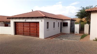 Townhouse for sale in Thatchfield Estate