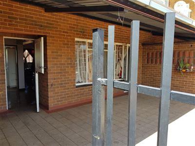 Pretoria, Queenswood Property    Houses To Rent Queenswood, Queenswood, Flats 2 bedrooms property to rent Price:,  6,50*
