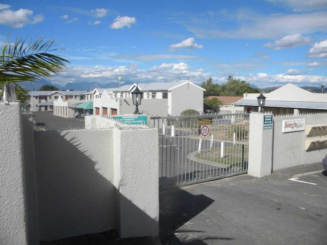 Bachelor flat For Sale in Vredekloof Heights, Brackenfell
