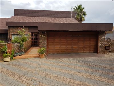 Centurion, Laudium And Ext Property  | Houses For Sale Laudium And Ext, Laudium And Ext, House 5 bedrooms property for sale Price:2,500,000