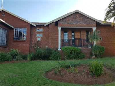 Property and Houses for sale in Heuweloord, House, 3 Bedrooms - ZAR 1,750,000