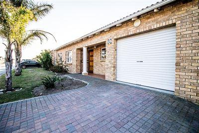 Port Elizabeth, Parsonsvlei Property  | Houses For Sale Parsonsvlei, Parsonsvlei, Townhouse 3 bedrooms property for sale Price:895,000