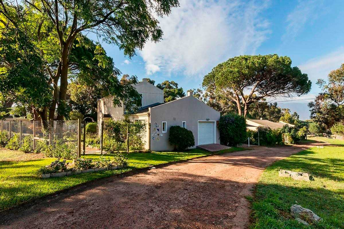 Dual living on large agricultural property in Somerset West