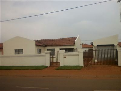 Property and Houses for sale in Roodekop, House, 3 Bedrooms - ZAR 599,000