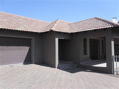 Property and Houses for sale in Die Heuwel And Ext, House, 3 Bedrooms - ZAR 1,305,000