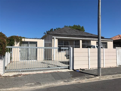 Property and Houses for sale in Parow Central, House, 5 Bedrooms - ZAR 1,695,000