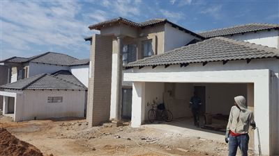 Property and Houses for sale in Thatchfield Estate, House, 4 Bedrooms - ZAR 2,800,000