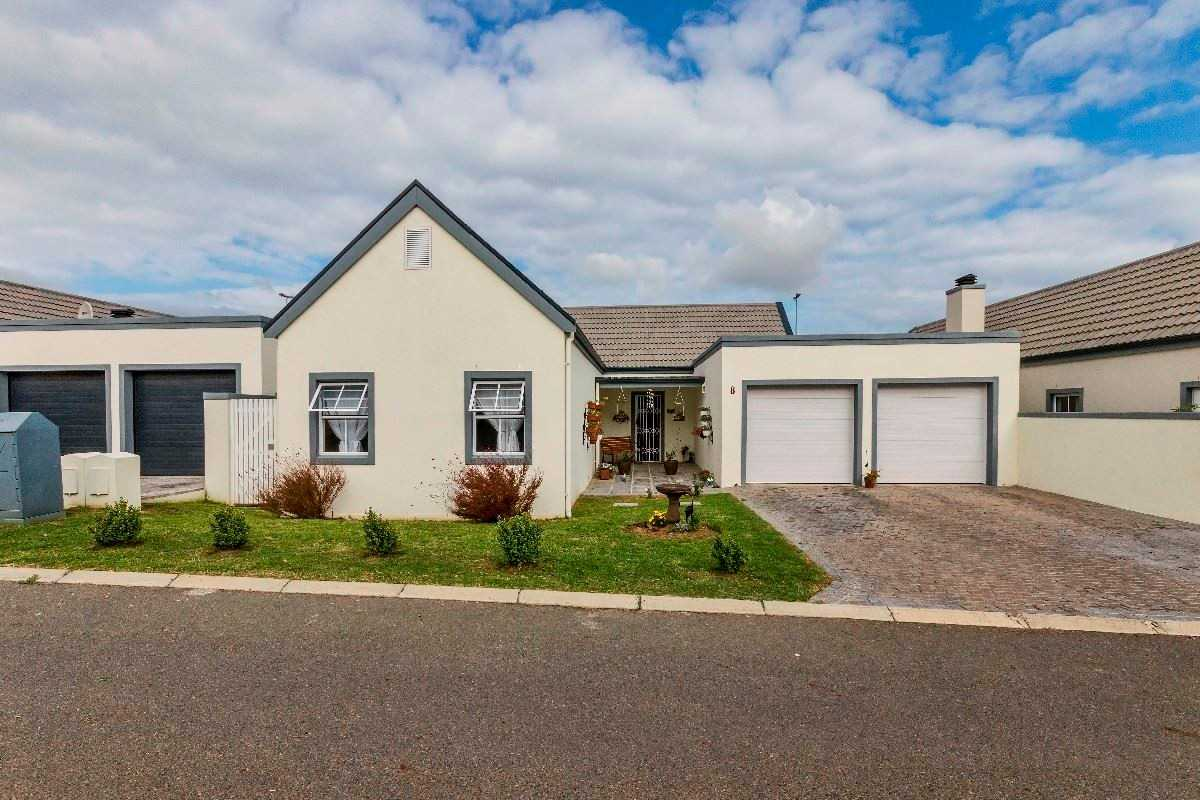 Beautiful Home in Pet-Friendly Secure Estate, Somerset West