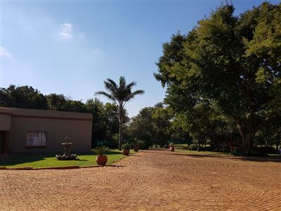 Property and Houses for sale in Derdepoort, House, 3 Bedrooms - ZAR 2,600,000