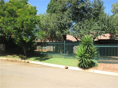Property and Houses for sale in Pretoriuspark, House, 3 Bedrooms - ZAR 1,699,000