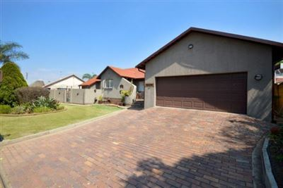House for sale in Brackendowns