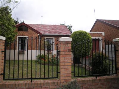 Brackenfell, Vredekloof Property  | Houses To Rent Vredekloof, Vredekloof, Townhouse 2 bedrooms property to rent Price:,  9,00*