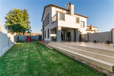 Krugersdorp, Heuningklip Property  | Houses For Sale Heuningklip, Heuningklip, House 3 bedrooms property for sale Price:1,890,000