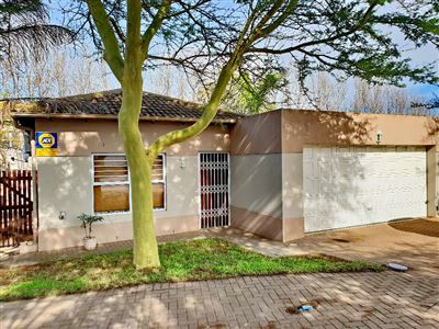 Townhouse for sale in Protea Heights