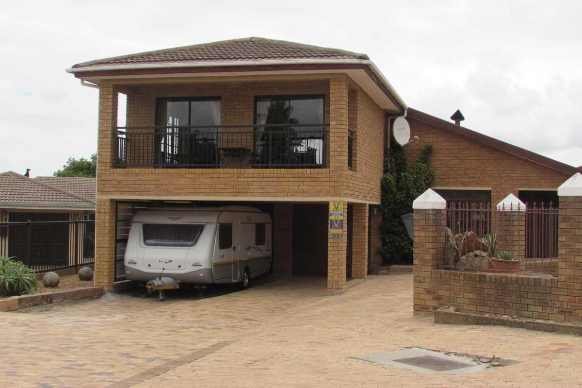 4 Bedroom Face Brick House For Sale- Vredekloof, Brackenfell