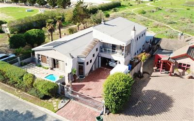 Property and Houses for sale in Middedorp, House, 5 Bedrooms - ZAR 3,195,000