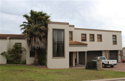 Property and Houses for sale in Middedorp, House, 4 Bedrooms - ZAR 3,795,000