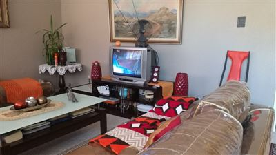 Property and Houses for sale in Parow Central, Apartment, 2 Bedrooms - ZAR 729,000