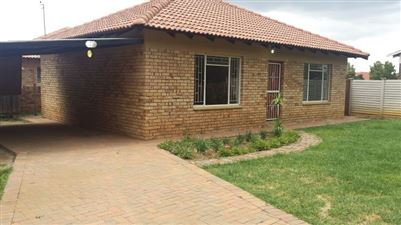 Klerksdorp, Meiringspark Property  | Houses For Sale Meiringspark, Meiringspark, Townhouse 2 bedrooms property for sale Price:550,000