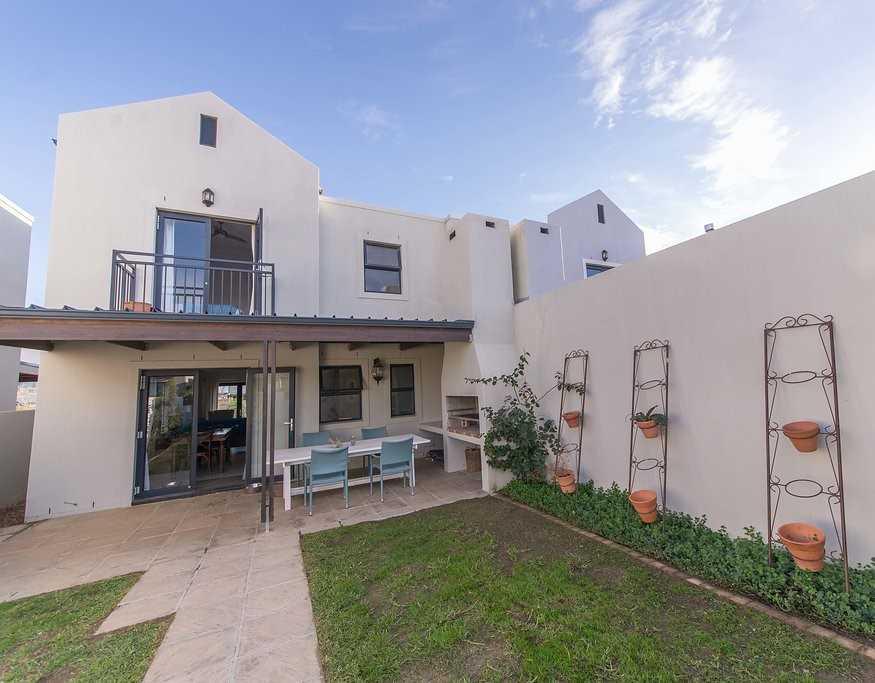 2 Bedroom Duplex with Beautiful Views in Somerset West