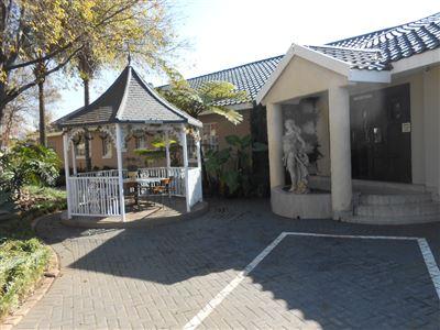 House for sale in Queenswood Ext 2