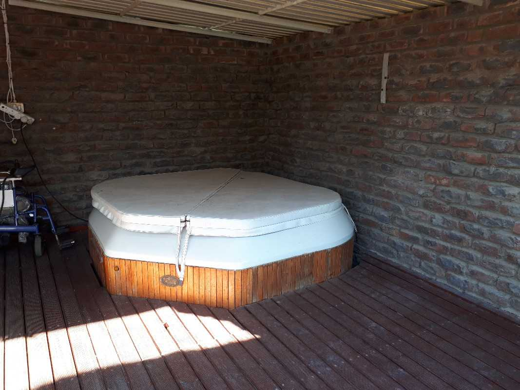 Jacuzzi on deck