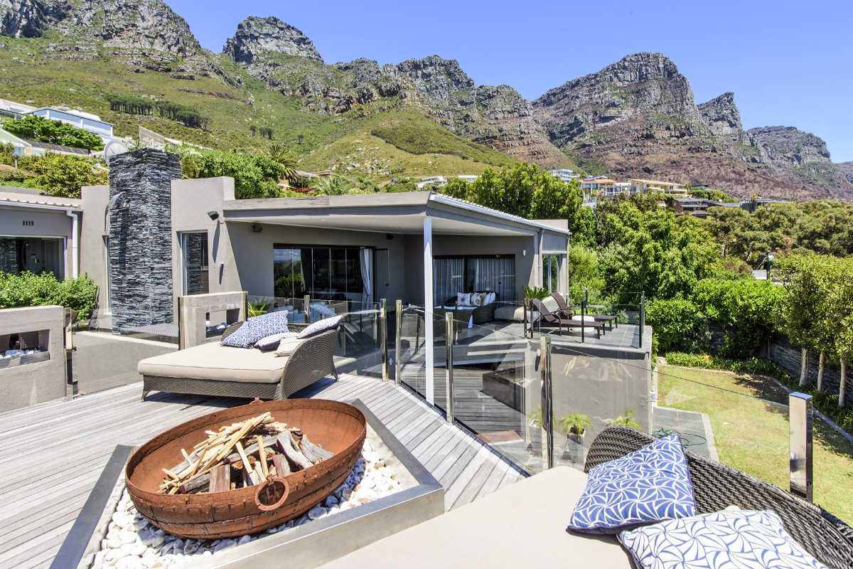 Contemporary luxury 3 bedroom seaside home with sweeping views