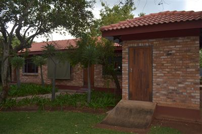 Property and Houses for sale in Bultfontein, House, 4 Bedrooms - ZAR 2,380,000