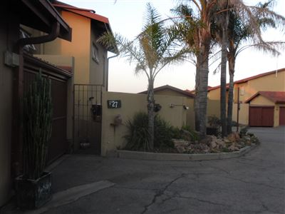 Property and Houses for sale in Die Heuwel And Ext, Townhouse, 3 Bedrooms - ZAR 910,000