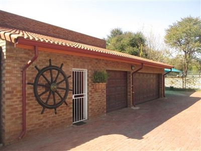 Property and Houses for sale in Garsfontein, House, 4 Bedrooms - ZAR 3,070,000