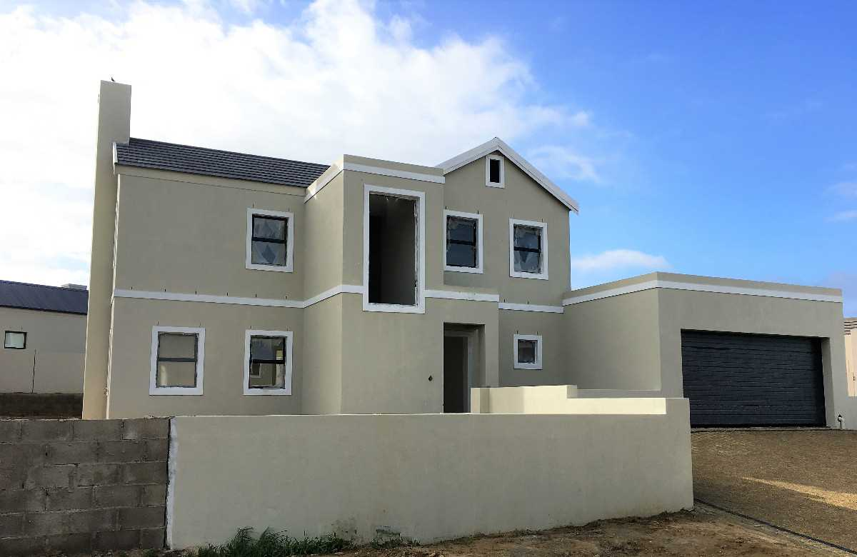 New Spacious Family Home in Lifestyle Estate