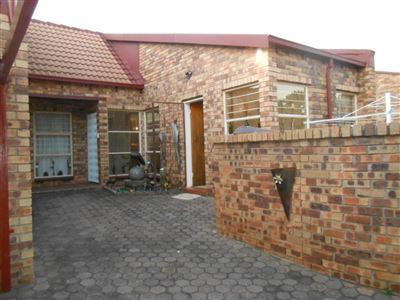 Krugersdorp, Rant En Dal Property  | Houses For Sale Rant En Dal, Rant En Dal, Townhouse 3 bedrooms property for sale Price:795,000