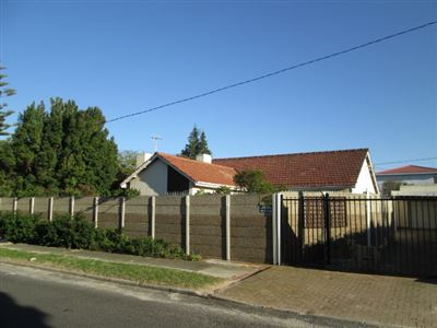 Property and Houses for sale in Pinelands, House, 3 Bedrooms - ZAR 2,950,000