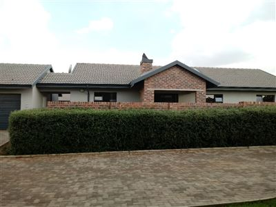 Property and Houses for sale in Heuwelsig Estate, Townhouse, 3 Bedrooms - ZAR 1,700,000