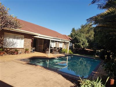 Property and Houses for sale in Rooihuiskraal, House, 3 Bedrooms - ZAR 1,950,000