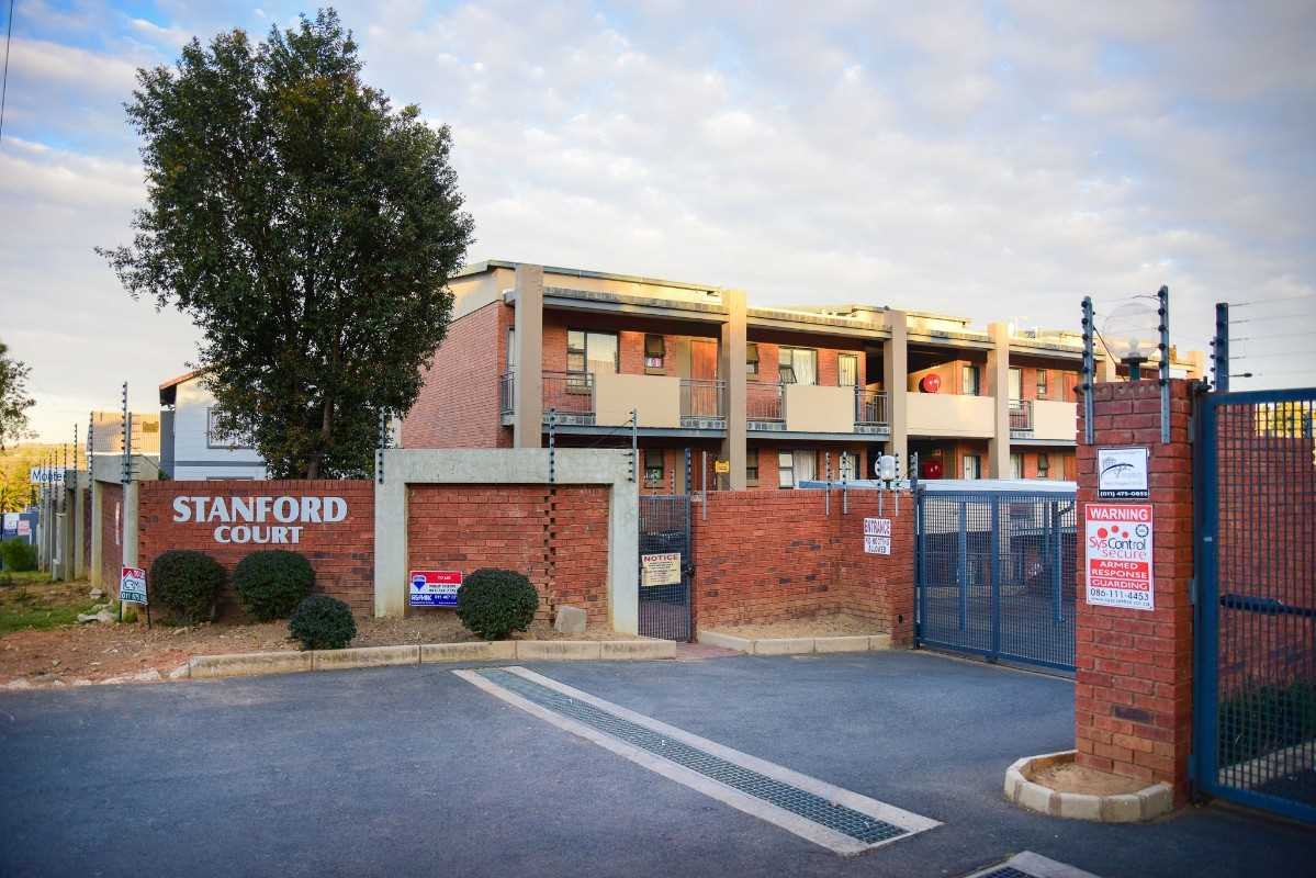 Delighful 2 bed 1 bath apartment for SALE in Bloubosrand
