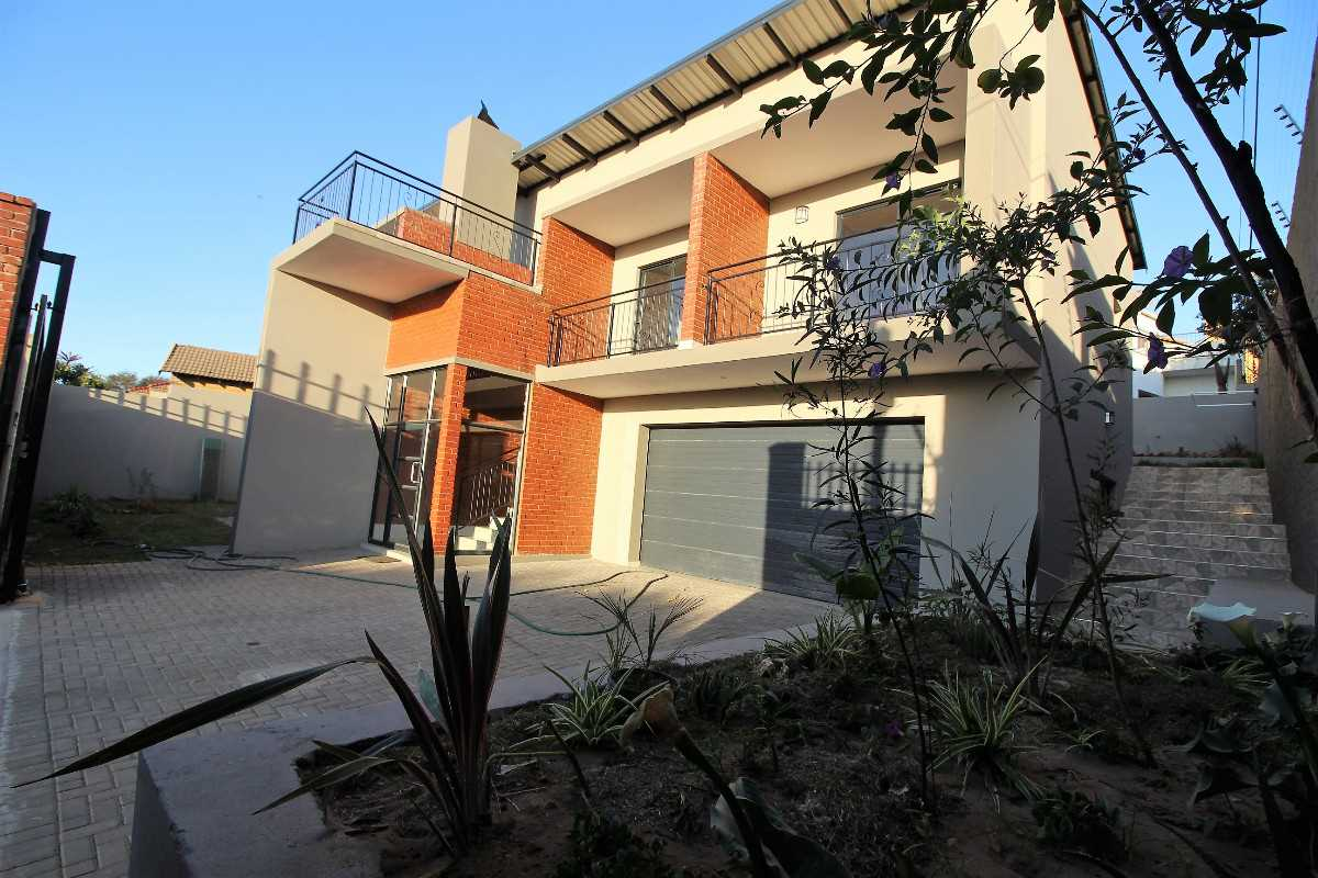 4 bedroom stunner in Garsfontein