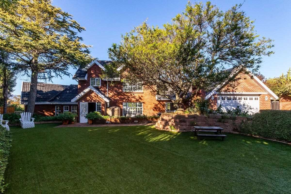 Prime location with European spec finishes, Somerset West