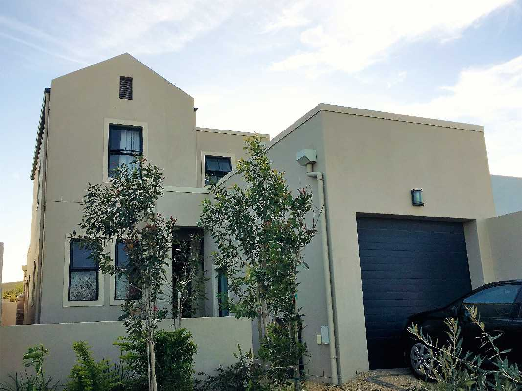 Three Bed Duplex with Two Ensuite Bedrooms (one downstairs)