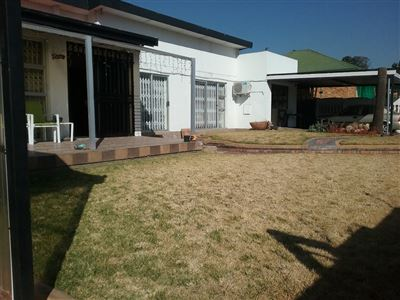 Property and Houses for sale in Raceview, House, 3 Bedrooms - ZAR 1,750,000