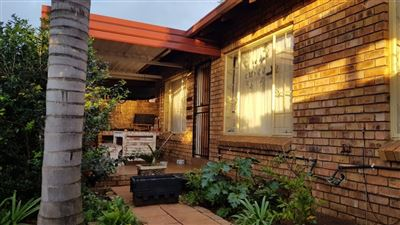 Property and Houses for sale in Rooihuiskraal North, Townhouse, 3 Bedrooms - ZAR 970,000
