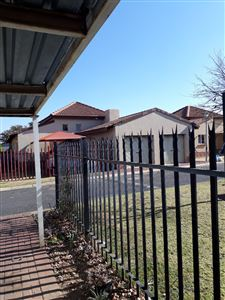 Property and Houses for sale in Reyno Ridge And Ext, Townhouse, 3 Bedrooms - ZAR 745,000