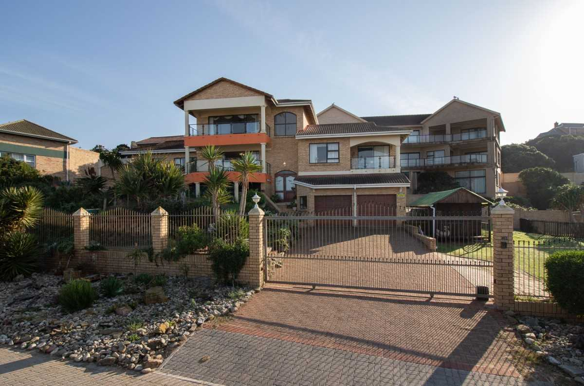 Three Bedroom Home Right on the Beach in Port Alfred