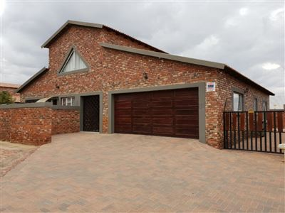 Property and Houses to rent in Klerksdorp (All), House, 3 Bedrooms - ZAR , 10,50*,M