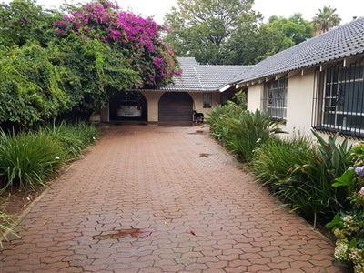 Property and Houses for sale in Witbank And Ext, House, 4 Bedrooms - ZAR 1,697,000