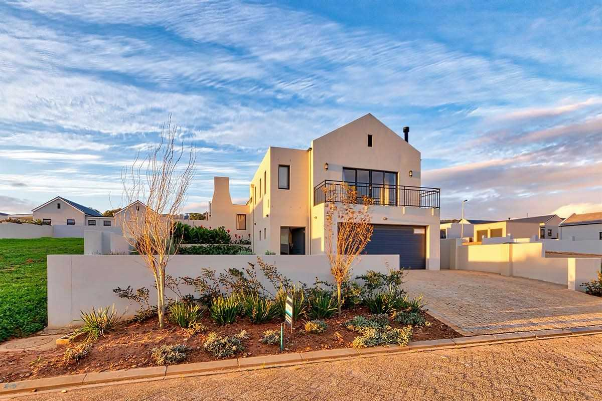 Exquisite Home with Breathtaking Views in Somerset West