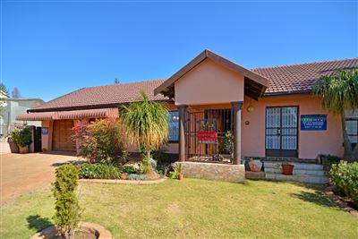 Roodepoort, Wilro Park Property  | Houses For Sale Wilro Park, Wilro Park, House 4 bedrooms property for sale Price:1,485,000