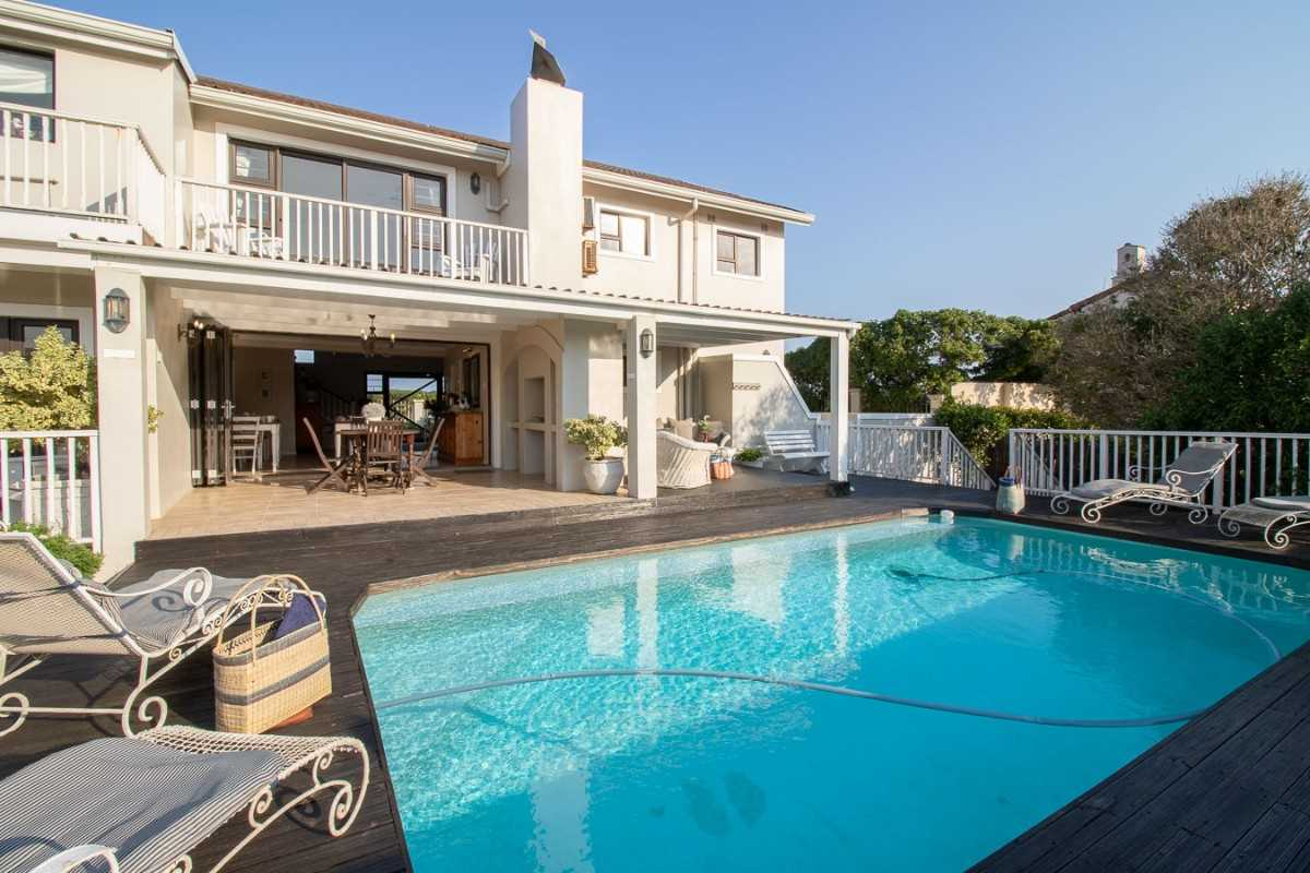Upmarket Guesthouse on the Beachfront in Port Alfred