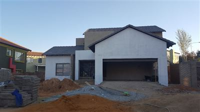 Property and Houses for sale in Thatchfield Estate, House, 4 Bedrooms - ZAR 2,550,000
