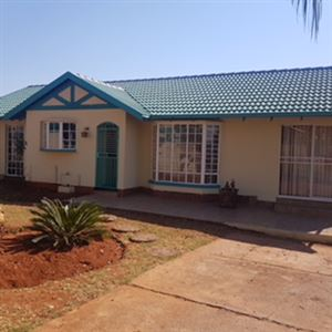Property and Houses for sale in Heuweloord, House, 4 Bedrooms - ZAR 1,800,000